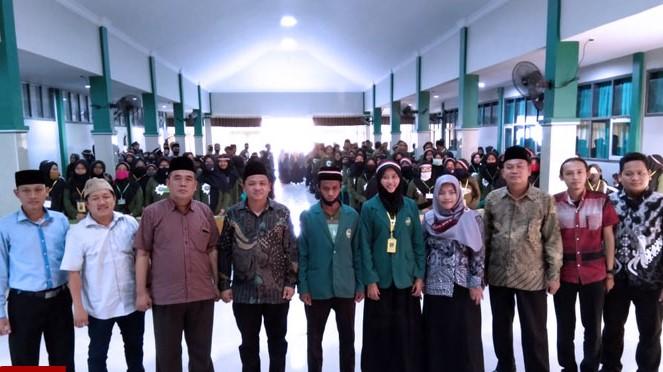 Ratusan Mahasiswa Baru STKIP NU Indramayu Ikuti PKKMB