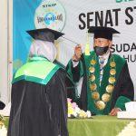 Wisuda 99 Mahasiswa, Pembina Yayasan STKIP NU Indramayu Pesan Jaga Shalat Sunah
